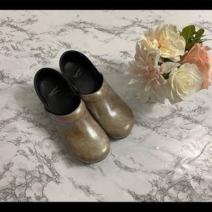 Woman's Gold metallic Dansko clogs size 41